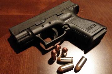 Los estadounidenses están comprando armas en números récord. El Washington Post no está contento